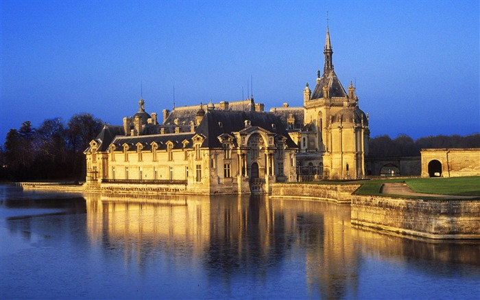 French Viscount Castle wallpaper Views:16899 Date:8/31/2011 4:46:48 AM
