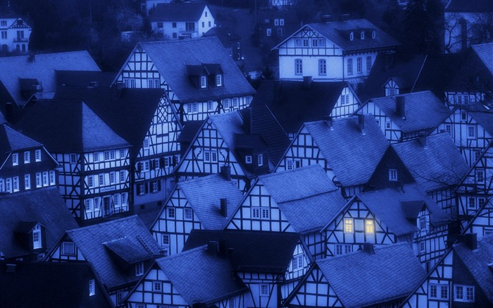 Germany-Freudenberg town the night wallpaper Views:7118 Date:8/31/2011 4:58:56 AM