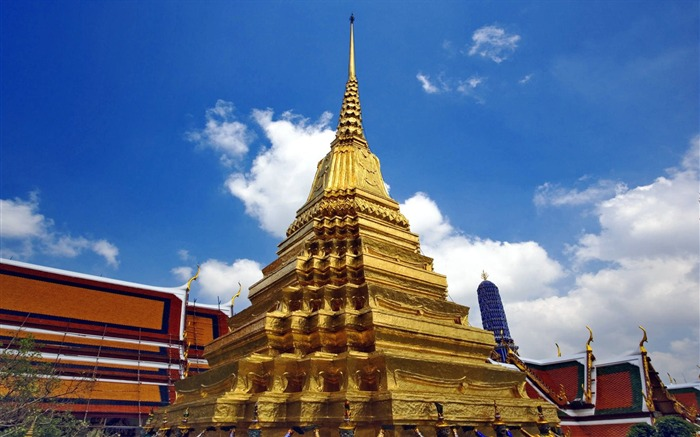 Jade Buddha Temple in Bangkok Thailand wallpaper Views:18936 Date:8/31/2011 5:18:20 AM