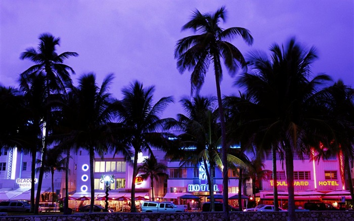 Miami Beach-Art Deco District at night wallpaper Views:68871 Date:8/31/2011 4:39:40 AM