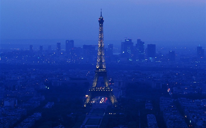 Paris-the Eiffel Tower by night wallpaper Views:29369 Date:8/31/2011 4:53:20 AM