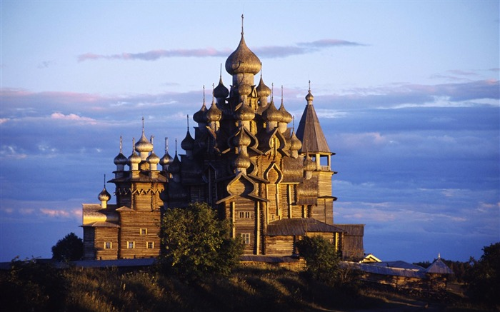 Russia-22 onion roof of the Christian Church wallpaper Views:30301 Date:8/31/2011 4:36:16 AM