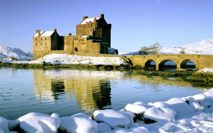 Scotland-Eilean Donan Castle wallpaper Views:15162 Date:8/31/2011 4:54:50 AM