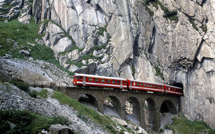 Switzerland-Through the cave train wallpaper  Views:19872 Date:8/31/2011 5:16:09 AM