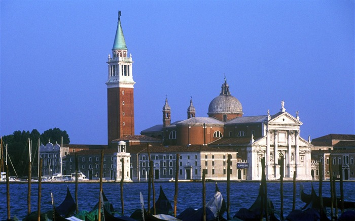 Venice-Gondola Wallpaper Views:9526 Date:8/31/2011 5:02:06 AM