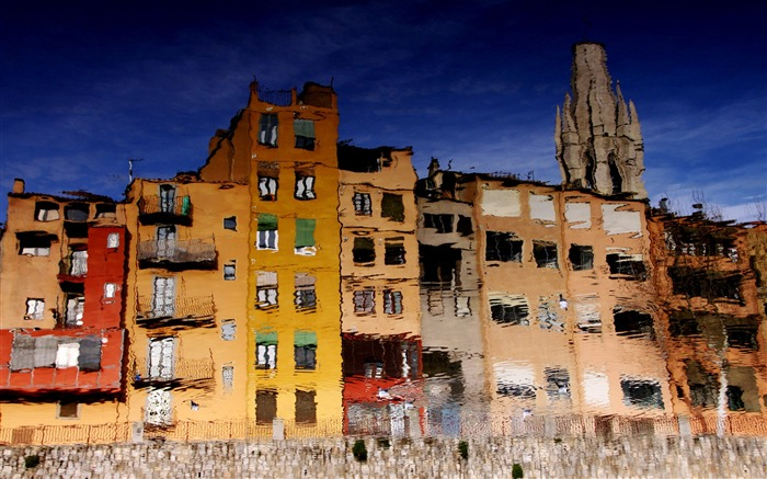 The reflection of the water house-colorful houses Girona Spain Views:4457