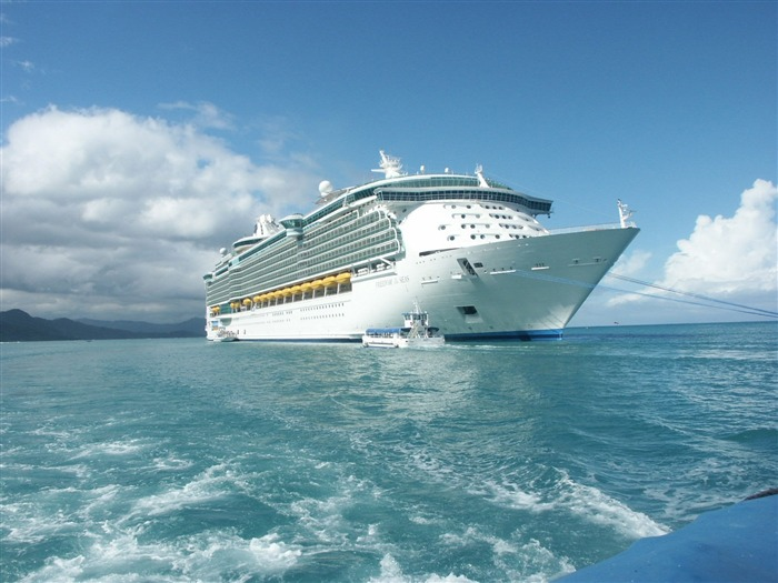 World Expensive Royal Caribbean Ship-Traveled the world Photography Wallpaper Views:6685 Date:9/27/2011 10:26:14 AM