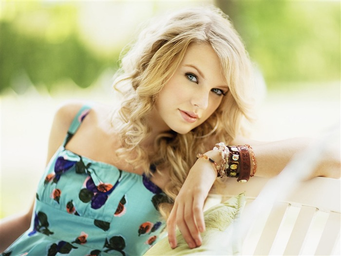 American country music singer - Taylor Swift Views:30029