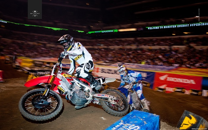 2011 Supercross Indianapolis-driver Justin Barcia Views:3833