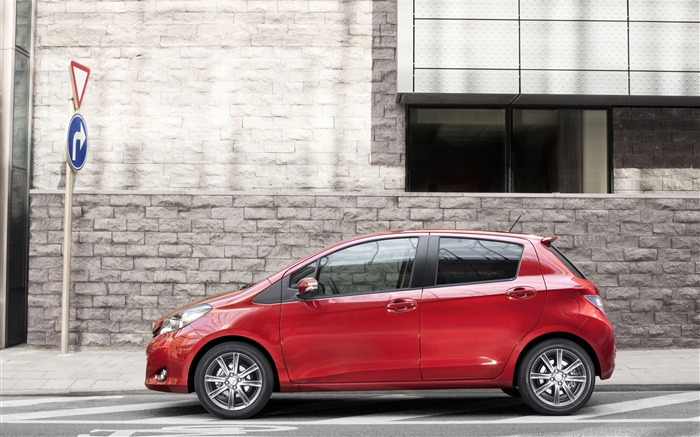 Toyota Yaris saloon car red appearance of the desktop wallpaper 10 Views:4232