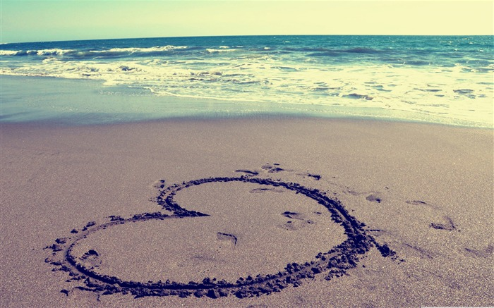 heart on beach-love wallpaper pictures Views:23000