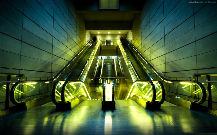 escalators-City landscape photography Desktop Wallpaper Views:5404