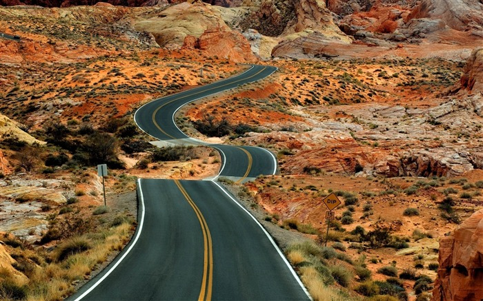 long road-Amazing desert scenery Desktop Wallpapers Views:13703