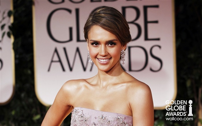 Jessica-Alba wallpaper charming smile Views:7939 Date:1/23/2012 12:58:14 AM