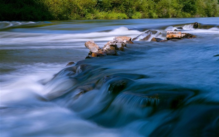 flowing water-Beautiful river landscape photography Views:5349