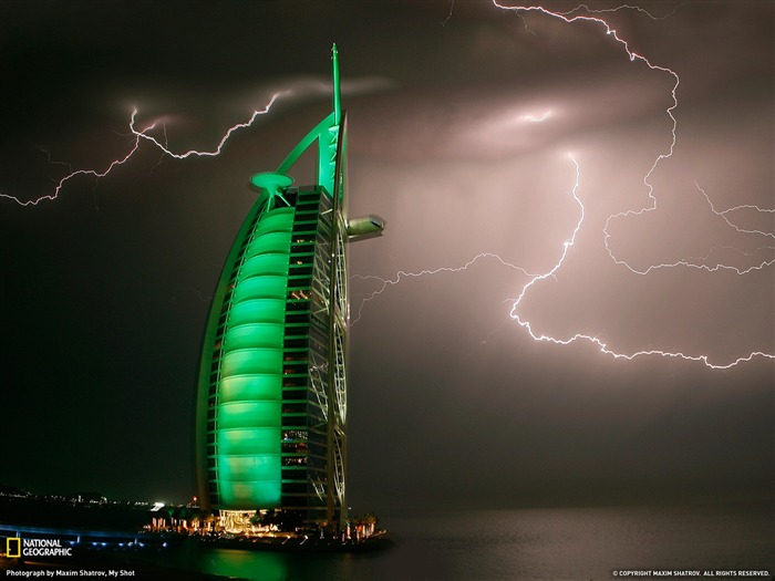 Lightning Dubai-National Geographic 2011 Best Wallpapers Views:4548 Date:4/7/2012 11:17:57 AM