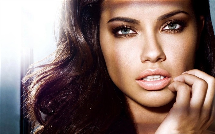 adriana lima 2011-Hot sexy beauty photo wallpapers Views:6355