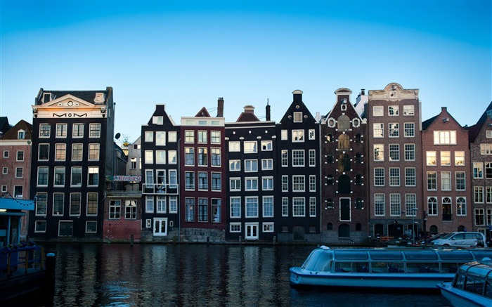 Damrak Amsterdam-Netherlands Landscape Wallpaper Views:16344 Date:5/21/2012 10:14:21 PM