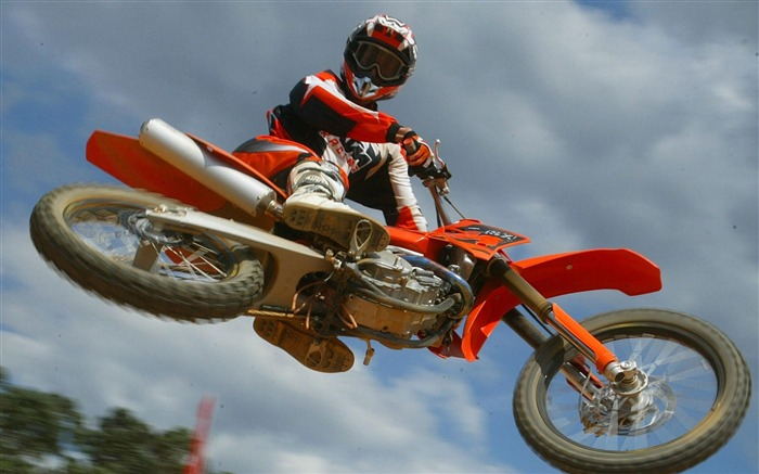Motocross Leap-Outdoor sports wallpaper Views:8686 Date:5/26/2012 8:59:05 PM