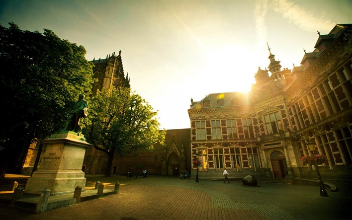 academy building utrecht-Netherlands Landscape Wallpaper Views:10664 Date:5/21/2012 10:12:15 PM