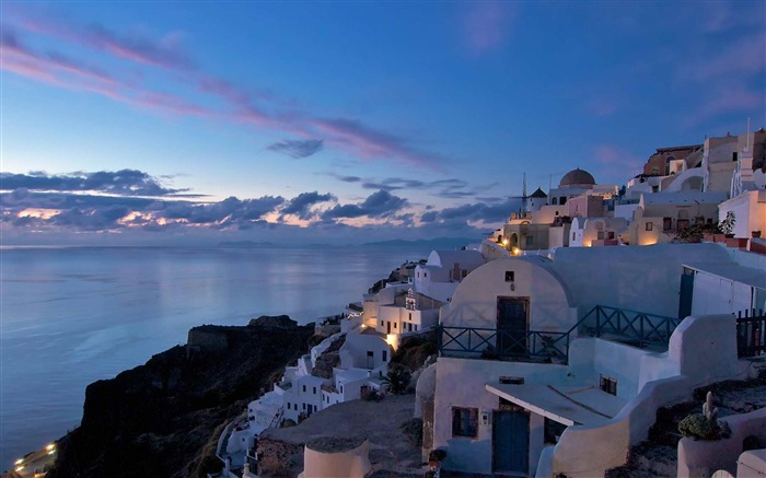 after sunset in the village of Oia-Landscape photography wallpaper Views:5384