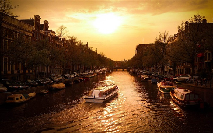 canal cruise amsterdam-Netherlands Landscape Wallpaper Views:10127 Date:5/21/2012 10:13:26 PM