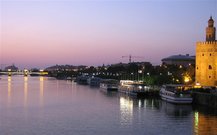inland dusk seville spain-City Travel wallpaper Views:7618 Date:5/24/2012 11:13:47 PM