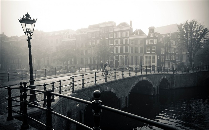 misty amsterdam-Netherlands Landscape Wallpaper Views:10873 Date:5/21/2012 10:19:08 PM