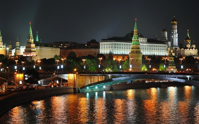 moscow night russia-City Travel wallpaper Views:8609 Date:5/24/2012 11:15:14 PM