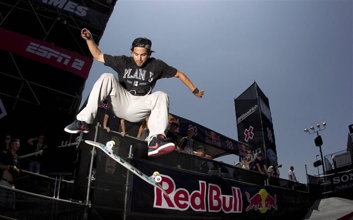 skateboard boy-Outdoor sports wallpaper Views:22632 Date:5/26/2012 9:01:17 PM