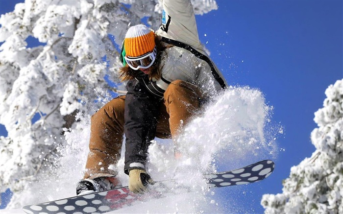 ski girl-Outdoor sports wallpaper Views:8360 Date:5/26/2012 9:03:07 PM