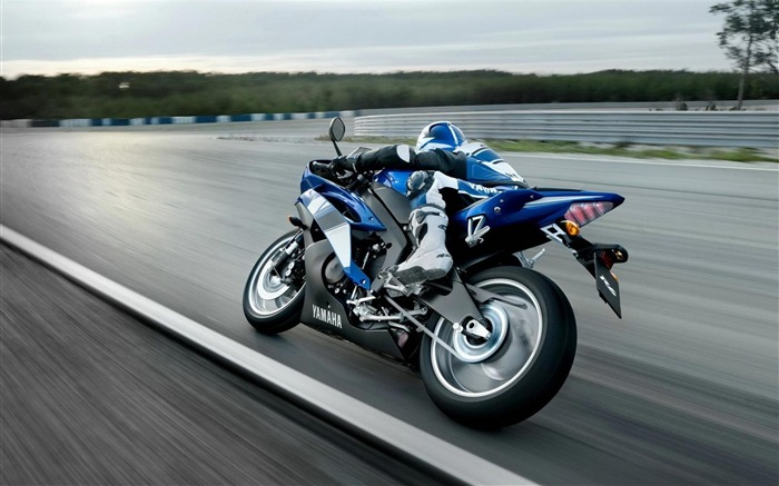 speeding motorcycle-Outdoor sports wallpaper Views:17987 Date:5/26/2012 9:04:30 PM