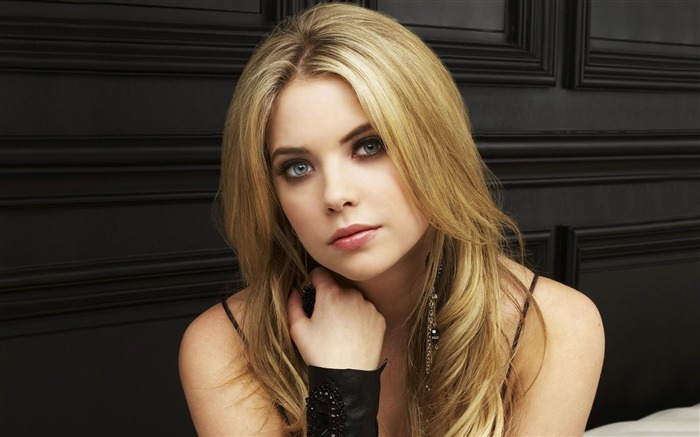 Ashley Benson-Pretty Little Liars Wallpaper 01 Views:10677