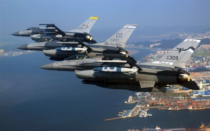 F 16 fighting falcons-Military Aircraft Wallpaper Views:6894