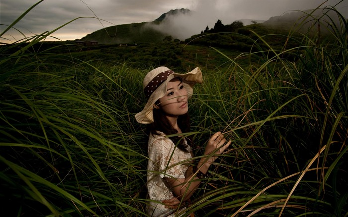 Grassland Hat Cap-Beauty model photo wallpaper Views:6123