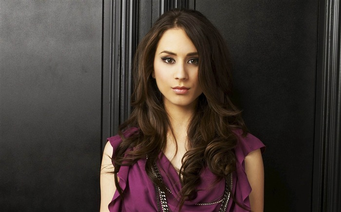 Troian Bellisario-Pretty Little Liars Wallpaper 04 Views:6112