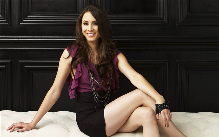 Troian Bellisario-Pretty Little Liars Wallpaper 05 Views:9471