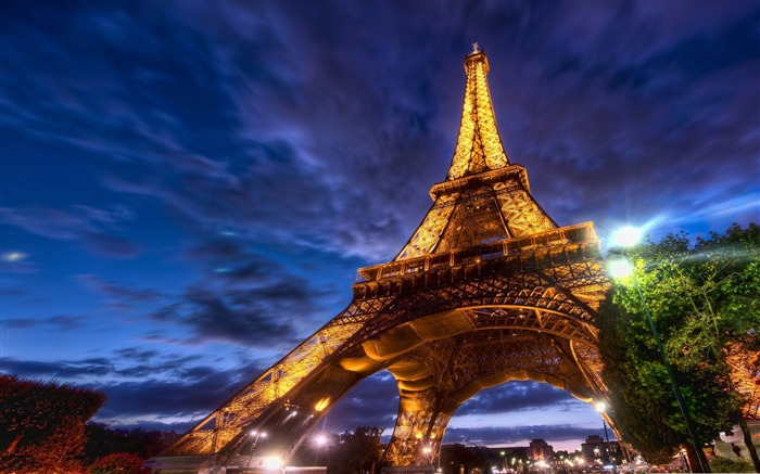 eiffel tower at night-France landscape wallpaper Views:48550 Date:7/4/2012 7:46:10 PM