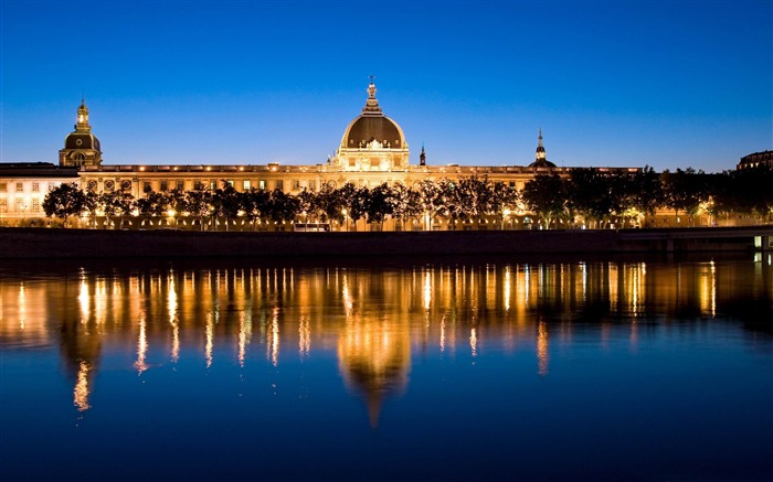 lyon at night-France landscape wallpaper Views:27376 Date:7/4/2012 7:52:07 PM