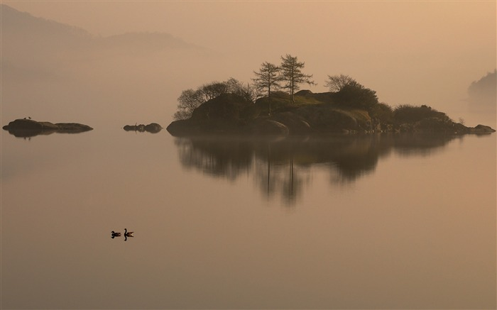Island in the mist-Mac OS Wallpaper Views:13024 Date:8/16/2012 1:17:08 AM