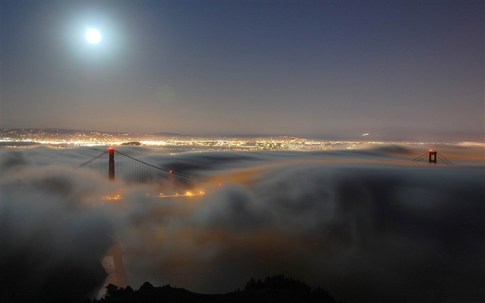 fog over golden gate bridge-American Photography Wallpapers Views:7836 Date:8/27/2012 12:09:42 AM