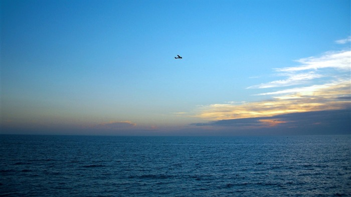 plane over sea-landscape photo wallpapers Views:10434 Date:8/24/2012 2:38:20 AM