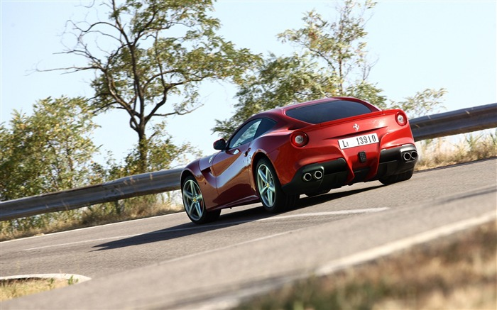2012 Ferrari F12 Berlinetta Auto HD Wallpaper 17 Views:5996 Date:9/5/2012 7:56:39 PM