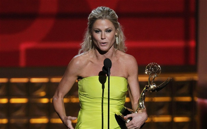 Julie Bowen-2012 64th Emmy Awards Highlights wallpaper Views:3849