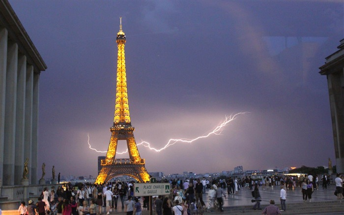 Lightning In Paris France-architectural landscape wallpaper Views:9572