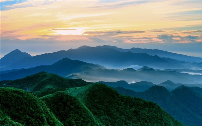 green mountains in the morning-Travel Nature Wallpapers Views:7906