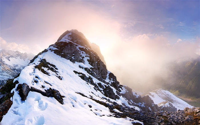Majestic mountain scenery Desktop Wallpapers Views:13754