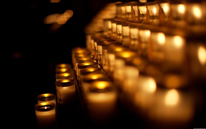 The Paris church candlelight-Life photography Wallpapers Views:7853