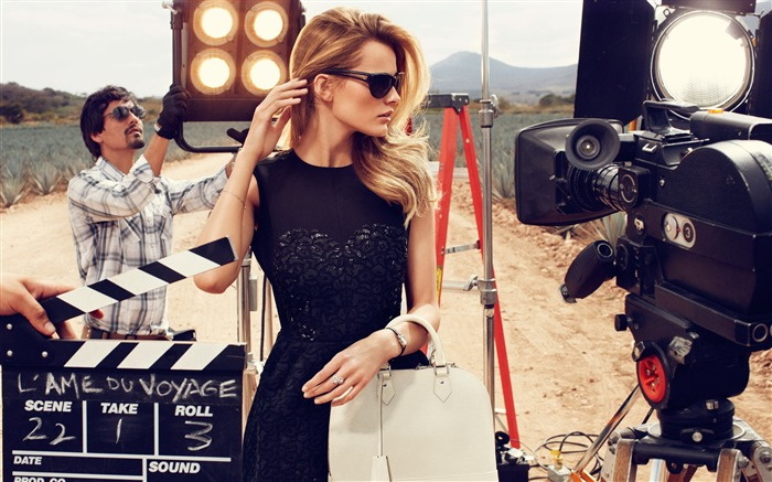 Edita Vilkeviciute interpretation 2012LV travel luggage series brand Wallpapers Views:11096
