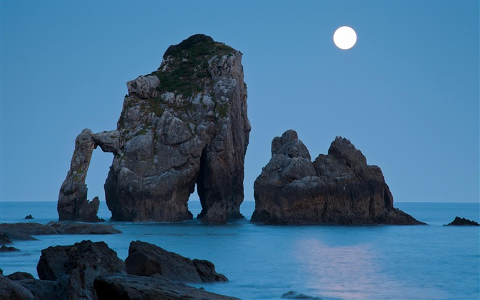 Moonlight beachrock-Natural landscape Photography Wallpaper Views:4426